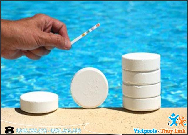 dung dịch ức chế rêu tảo cho bể bơi