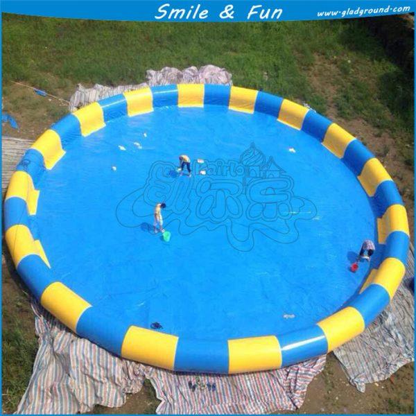 Chất liệu làm bể bơi là loại bạt PVC nhập khẩu có độ dày, dẻo dai nhất định
