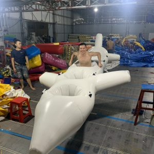 máy bay bơm hơi đồ chơi team building