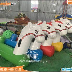Ngựa bơm hơi khu vui chơi