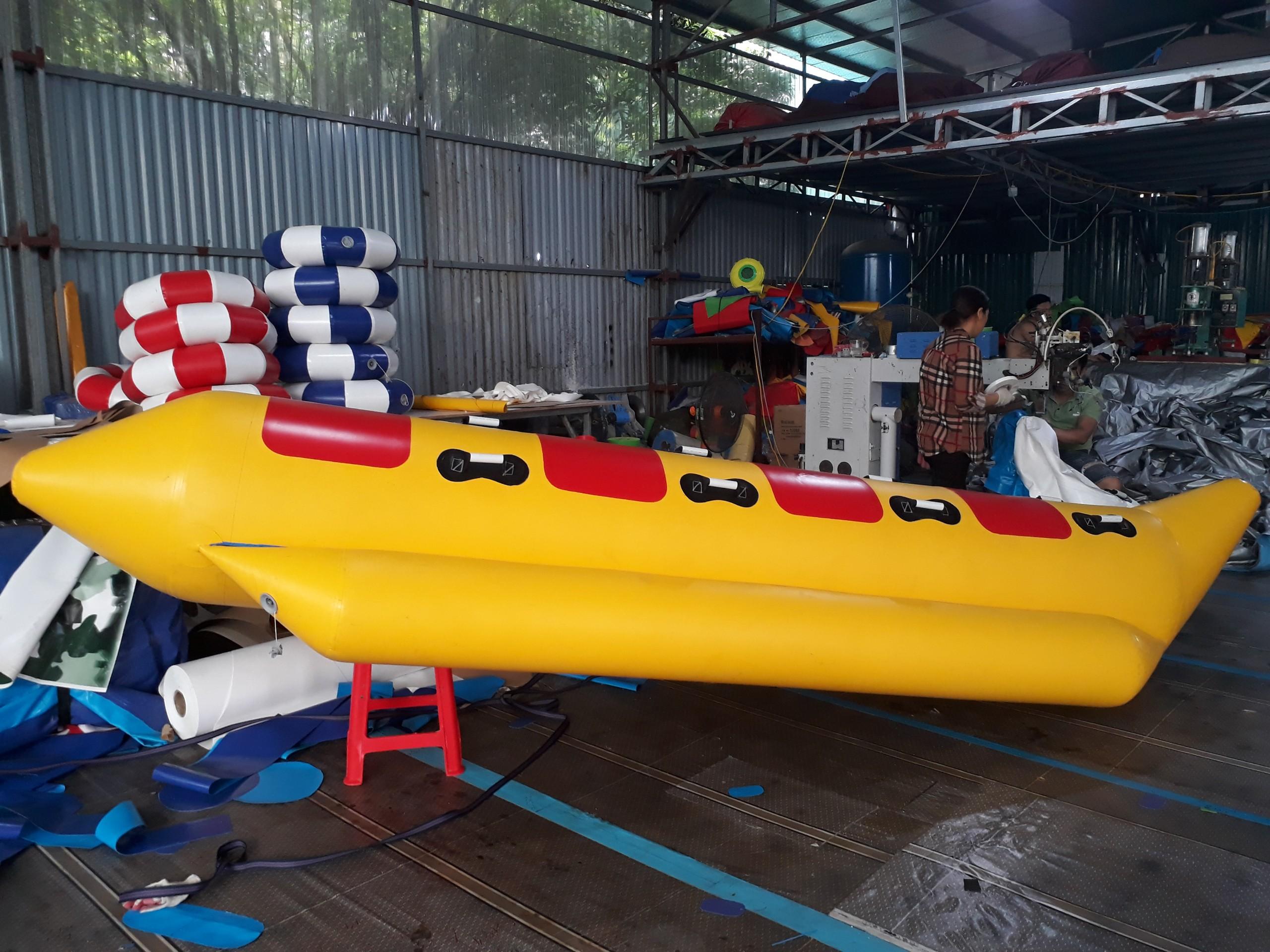 thuyền chuối bơm hơi 4 chỗ Thùy Linh